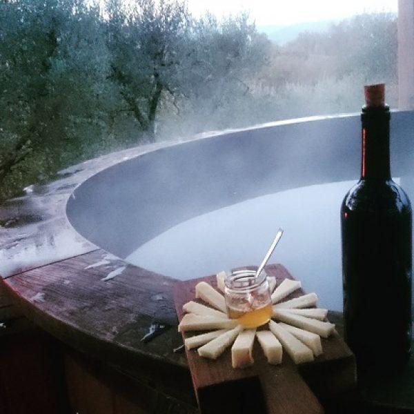 poderaccio-agriturismo-vino-piscina-riscaldata-tagliere-formaggi